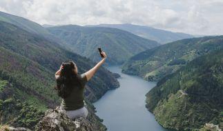 Eine 23-Jährige wollte das perfekte Foto, doch sie stürzte in den Tod. (Symbolbild) (Foto)