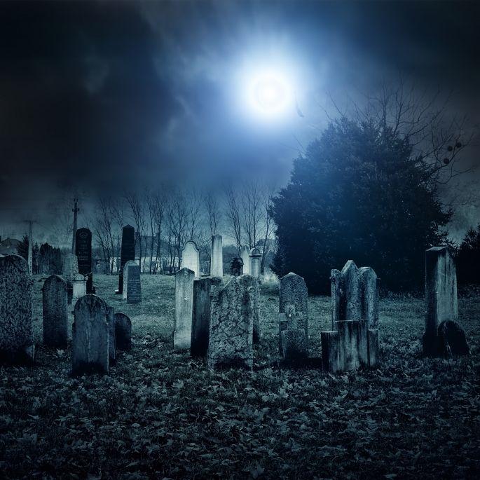 Jungen von Männern auf Friedhof vergewaltigt und lebendig begraben (Foto)