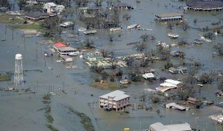 """Ganze Häuser stehen nach dem Hurrikan """"Laura"""" unter Wasser. (Foto)"""