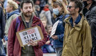 Die zunächst verbotene Demo von Corona-Leugnern in Berlin darf nach einer Gerichtsentscheidung nun offenbar doch stattfinden. (Foto)