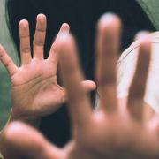 Sechs Vergewaltiger schänden Teenagerin (16) - Festnahme! (Foto)