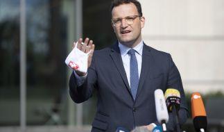Jens Spahn wurde öffentlich von Corona-Leugnern bespuckt und beleidigt. (Foto)