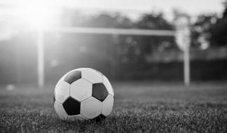 Ein Kopfball-Duell endete für einen Jugendspieler tödlich. (Foto)