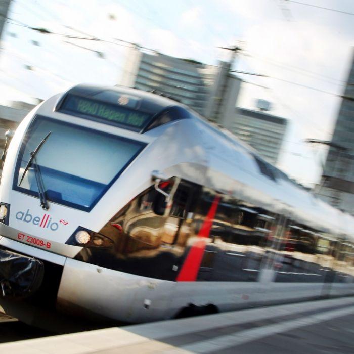 Sie wollte ihr Smartphone retten! Junge Mutter (26) von Zug überrollt - tot (Foto)