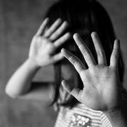 Gezeichnet fürs Leben! Missbrauchs-Opfer riss sich die Haare raus (Foto)