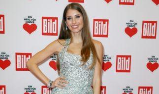Cathy Hummels im Glitzerkleid bei einem Gala-Empfang (Foto)