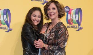 Daniela Büchner, hier mit ihrer Tochter Jada bei einer Musical-Premiere (Foto)