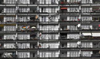 Ein Junge ist aus dem 8. Stock in die Tiefe gestürzt und gestorben. (Symbolfoto) (Foto)