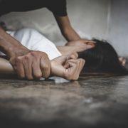 Mann verstümmelt Frau! Opfer vermutlich unfruchtbar (Foto)