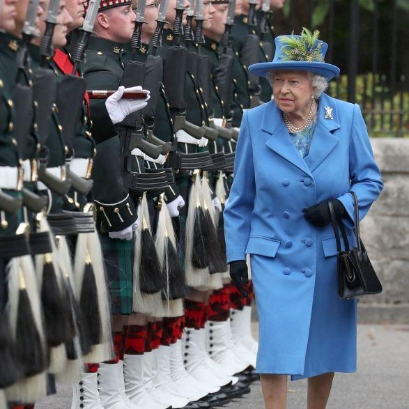 In den Kerker mit ihnen! Die Wachen der Queen müssen ins Gefängnis (Foto)