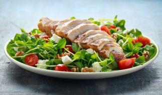 In der Schweiz wird ein Hähnchen-Salat zurückgerufen. (Foto)