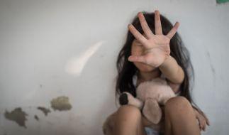 Ein vier Jahre altes Mädchen wurde von vier Jungen vergewaltigt. (Foto)