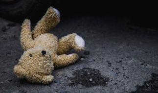 Einem ehemaligen Erzieher wird sexueller Kindesmissbrauch in 20 Fällen vorgeworfen (Symbolbild). (Foto)