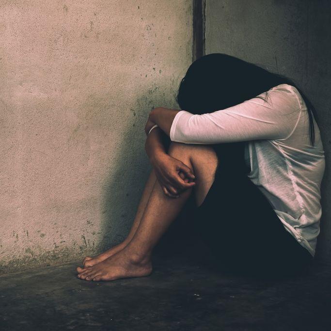 Tätowierter Sex-Täter schändet Frau (26) in Park (Foto)