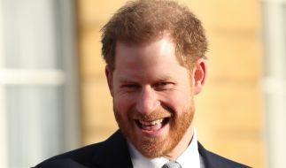 Prinz Harry steht die Vorfreude auf seine Rückkehr nach England ins Gesicht geschrieben. (Foto)