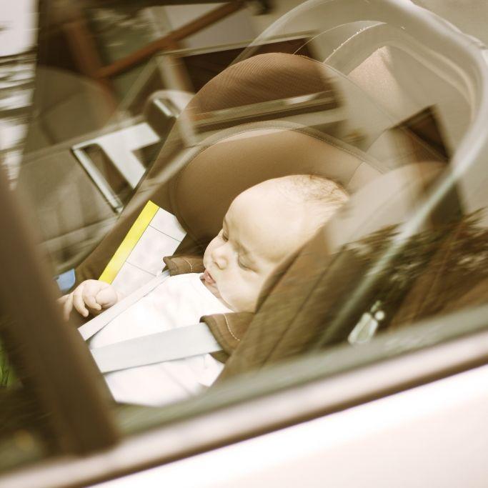 Pflegekraft lässt Baby stundenlang in überhitztem Auto - Kind tot! (Foto)