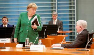 Kanzlerin Merkel und Innenminister Seehofer einigten sich auf die Aufnahme von 1.500 Geflüchteten von Moria. Auf Twitter entbrennt eine hitzige Debatte. (Foto)