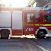 Feuerwehr im Dauereinsatz! Verletzte nach Wohnungsbrand (Foto)