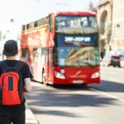 Zwei Schulkinder sind im Großraum London nur um Haaresbreite einer Entführung an einer Bushaltestelle entkommen (Symbolbild).