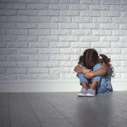Das Mädchen wehrte sich vehement gegen die Angebote der Männer.