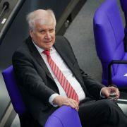 Rücktritt gefordert! DARUM soll Horst Seehofer sein Amt abgeben (Foto)