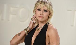 Miley Cyrus lässt im Netz die Hüllen fallen. (Foto)