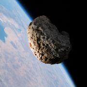 DIESER Gesteinsbrocken schrammt haarscharf an Erde vorbei (Foto)