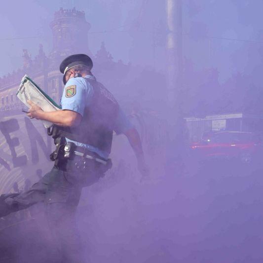 Ministerpräsident nimmt Polizist in Schutz! Twitter tobt vor Wut (Foto)