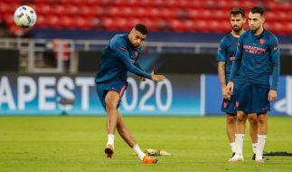 Youssef En-Nesyri (l) vom FC Sevilla absolviert das Abschlusstraining vor der UEFA-Supercup-Partie gegen den FC Bayern München. (Foto)