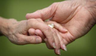 Ein 32-Jähriger hat eine 85-Jährige geheiratet. (Foto)