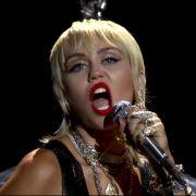 Herzchen-Miley lockt Fans in einen echten HINTERNhalt (Foto)