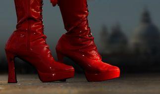 Demi Rose posiert in sündigen Stiefeln. (Foto)