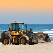 Frau am Strand von Traktor überrollt - TOT! (Foto)