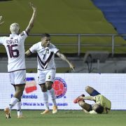 Santiago Arias hat sich bei einem Länderspiel schwer verletzt.