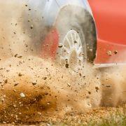 Bei einer Rallye in Portugal ist eine 21-Jährige bei einem Horror-Crash gestorben.