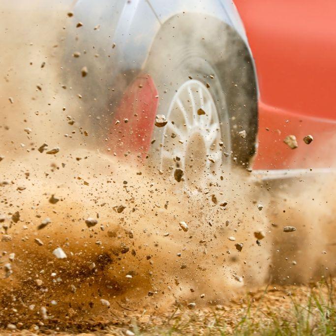Horror-Crash bei Rallye! 21-jährige Pilotin stirbt (Foto)