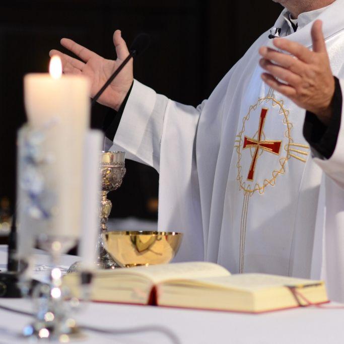 Nach Sexorgie in Kirche! Erzbischoff lässt Altar verbrennen (Foto)