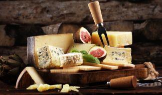 Aldi sieht sich im Oktober 2020 gezwungen, beliebte Käse-Produkte aus seinem Sortiment zurückzurufen (Symbolbild). (Foto)