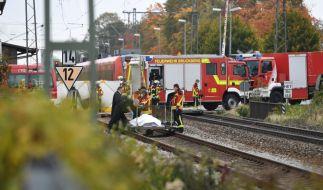 Zwei Schüler wurden von einem einfahrenden Regionalzug erfasst. (Foto)