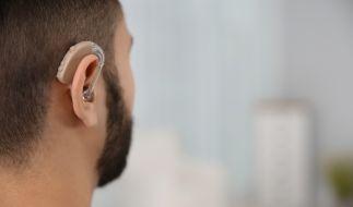 Ein Mann (45) hat durch Covid-19 sein Gehör verloren. Ärzte rufen dazu auf, sich bei Hörbeschwerden in Zusammenhang mit Corona unverzüglich in medizinische Behandlung zu begeben. (Foto)