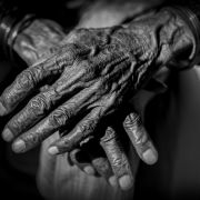Ein 74-jähriger Inder wurde zum Sterben in eine Gefrierbox gelegt.
