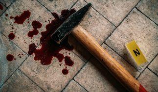 Eine junge Mutter hat in Russland ihre dreijährige Tochter mit einem Hammer erschlagen (Symbolbild). (Foto)
