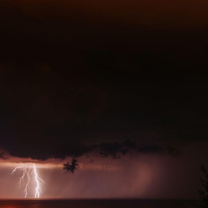 Alarmstufe Rot! Orkanböen und Starkregen suchen Urlaubsparadies heim (Foto)