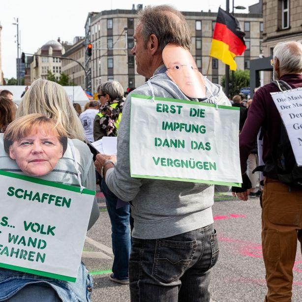 Hass-Demo schockt Twitter! Corona-Leugner wollen Drosten und Merkel erhängen (Foto)