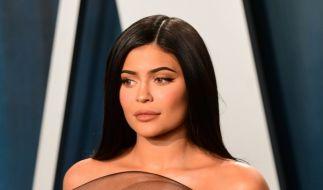 Kylie Jenner überraschte ihre Fans auf Instagram mit einem kecken Kurzhaar-Look. Doch die neue Frisur gefiel nicht jedem. (Foto)