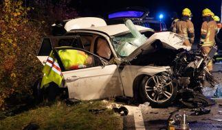 Bei einem Autounfall bei Schrobenhausen in Oberbayern sind zwei Männer getötet und einer schwer verletzt worden. (Foto)