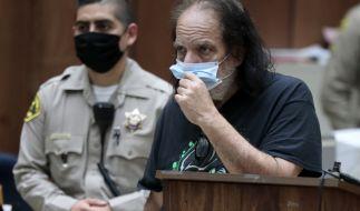 Porno-Star Ron Jeremy muss sich vor Gericht verantworten. Dem 67-Jährigen wird mehrfache Vergewaltigung und sexuelle Nötigung vorgeworfen. (Foto)