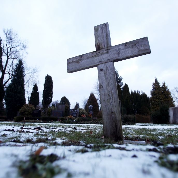 Auf welchen Friedhöfen haben die verstorbenen Promis ihre letzte Ruhe gefunden? (Foto)