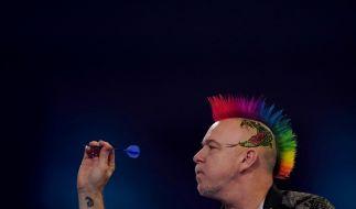 "Der amtierende Darts-Weltmeister Peter ""Snakebite"" Wright in Aktion. (Foto)"