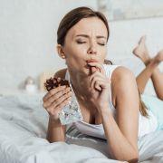 Diese Lebensmittel sollten Sie NIE vorm Schlafen essen (Foto)